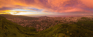 USA, Haswaii, Oahu, Honolulu, view from Tantalus Lookout at sunrise, Puu Ualakaa State Park - FOF10269