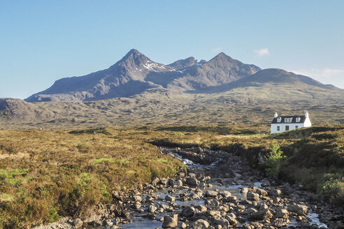 United Kingdom, Scotland, Isle of Skye, near Sligachan, solitary house and Cuillin Hills in the background - HUSF00004