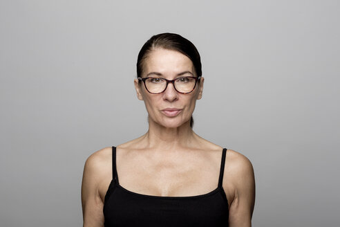 Portrait of serious mature woman wearing glasses - FLLF00055
