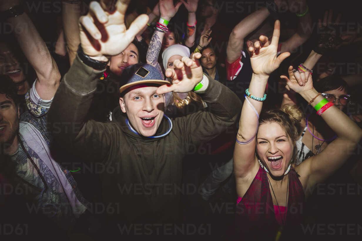Portrait confident, carefree milennials dancing, partying in nightclub - HEROF16047 - Hero Images/Westend61