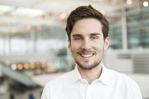 Portrait of smiling young businessman - PNEF01240