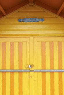Colorful yellow door of a beach house in a small seaside village - IGGF00754