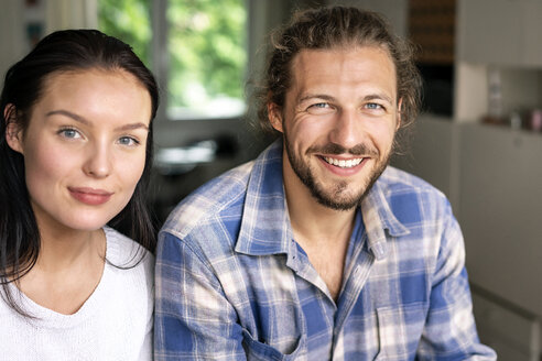 Portrait of a happy young couple at home - PESF01243