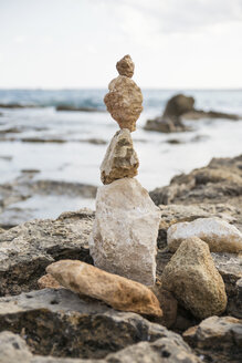 Italy, Sicily, Vendicari nature reserve, cairn on the beach - MAMF00380