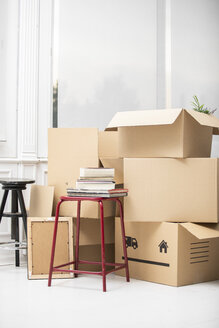 Cardboard boxes on the floor in new home - ERRF00767