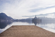 Slovenia, Gorenjska, Bled, Bled lake, jetty with view to Bled island with Church of Mary's Assumption - FLMF00132