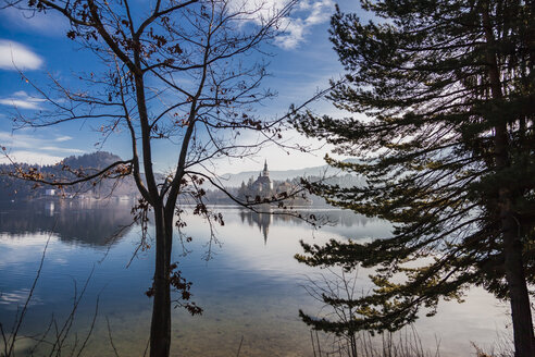Slovenia, Gorenjska, Bled, panoramic view of Bled lake with Bled island - FLMF00135