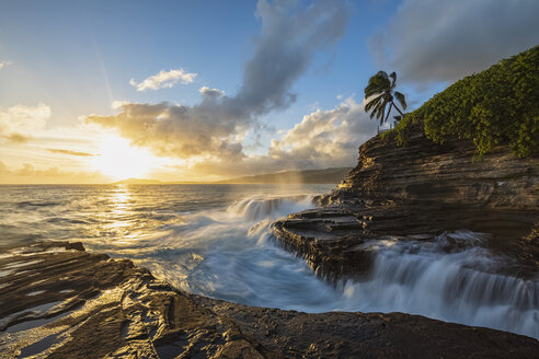 USA, Hawaii, Oahu, China Wall at sunset - FOF10273