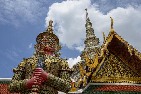 Thailand, Bangkok, sculpture of demon at royal palace Wat Phra Kaew - LBF02360