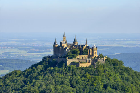 Hohenzollern Castle (Hohenzollern Burg) at a nice summer day. Hohenzollern Castle, Hechingen, Swabian Jura, Swabian Alb, Baden-Württemberg, Germany. - RUE02112