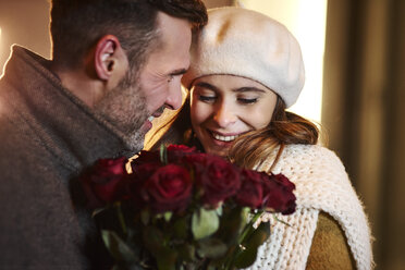 Couple in love with bunch of red roses in winter - ABIF01166