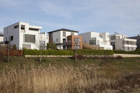 Deutschland, Nordrhein-Westfalen, Ruhrgebiet, Dortmund, Hörde, Phoenix-See, Moderne Wohngebäude - WIF03805