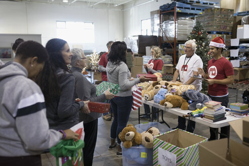 Volunteers dropping off Christmas donations in warehouse - HEROF20292