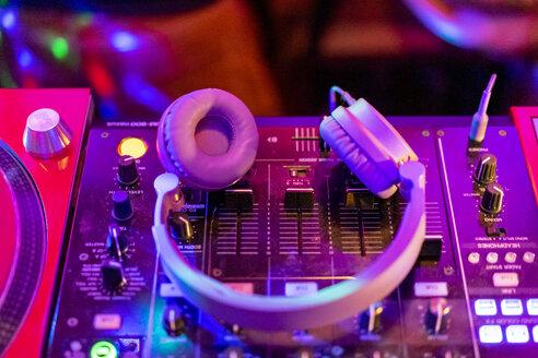 Barcelona, Spain. Night life, club, music, dj, mix, restaurant, disco, headphones, party, bar,food.Barcelona, Spain. Night life, club, music, dj, mix, restaurant, disco, headphones, party, bar,food. - AFVF02347
