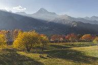 Georgia, Greater Caucasus, Stepantsminda, Gergeti Trinity Church and Mount Kazbek in autumn - KEBF01123