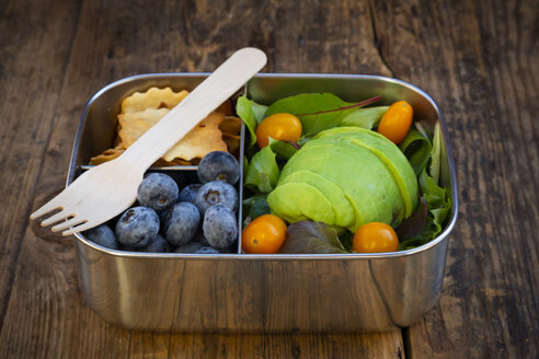 Lunch box of leaf salad, avocado, blueberries, tomatoes and crackers - LVF07780