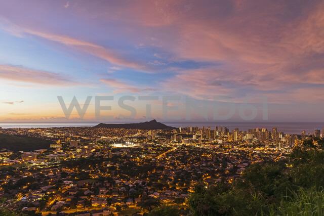 USA, Hawaii, Oahu, Puu Ualakaa State Park, View from Tantalus Lookout to Honolulu and Diamond Head at sunrise - FOF10305 - Fotofeeling/Westend61
