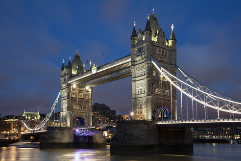 United Kingdom, England, London, Tower Bridge in the evening - WIF03814