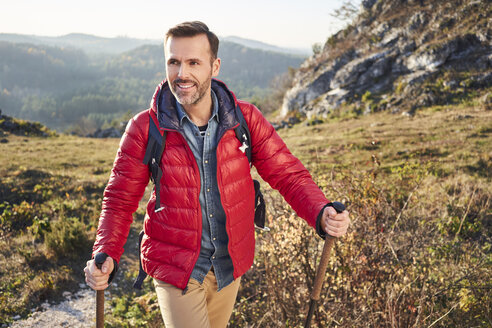 Smiling man on a hiking trip in the mountains - BSZF00956