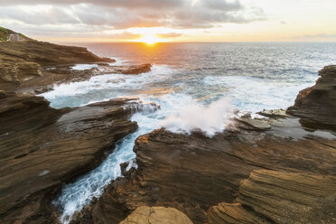 USA, Hawaii, Oahu, Lanai, Pacific Ocean at sunrise - FOF10367