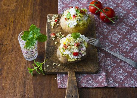 Ofenkartoffel gefüllt mit Quark, Couscous, Tomate und Minze - PPXF00185
