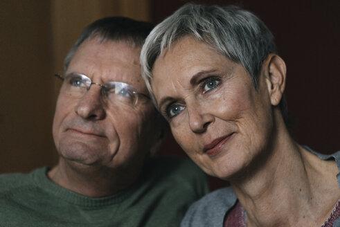 Senioren, Gelsenkirchen, NRW, Deutschland, Alter, Paar, Ehe, gemeinsam, Zärtlichkeit, Berührungen, w56, m67 - KNSF05542