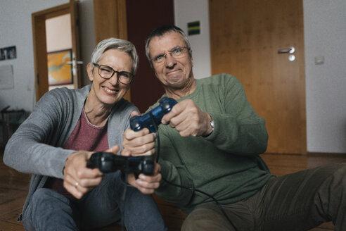 Senioren, Gelsenkirchen, NRW, Deutschland, Alter, Paar, Ehe, gemeinsam, Gaming, Computerspiele, w56, m67 - KNSF05548
