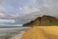 USA, Hawaii, Kauai, Polihale State Park, Polihale Beach in the evening - FOF10451