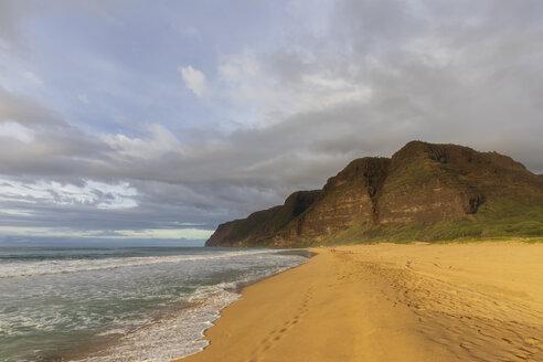 USA, Hawaii, Kauai, Polihale State Park, Polihale Beach in the evening - FOF10451