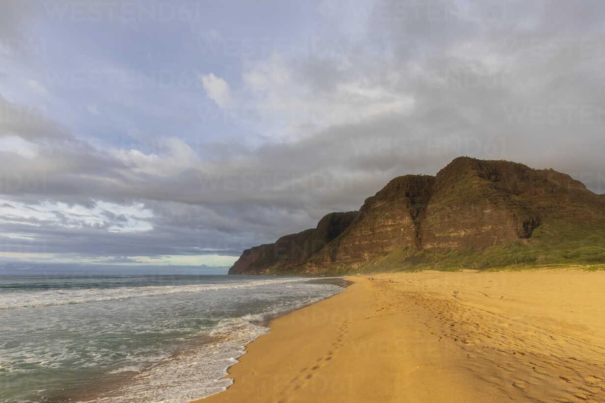 USA, Hawaii, Kauai, Polihale State Park, Polihale Beach in the evening - FOF10451 - Fotofeeling/Westend61