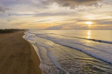 USA, Hawaii, Kauai, Polihale State Park, Polihale Beach at sunset - FOF10457