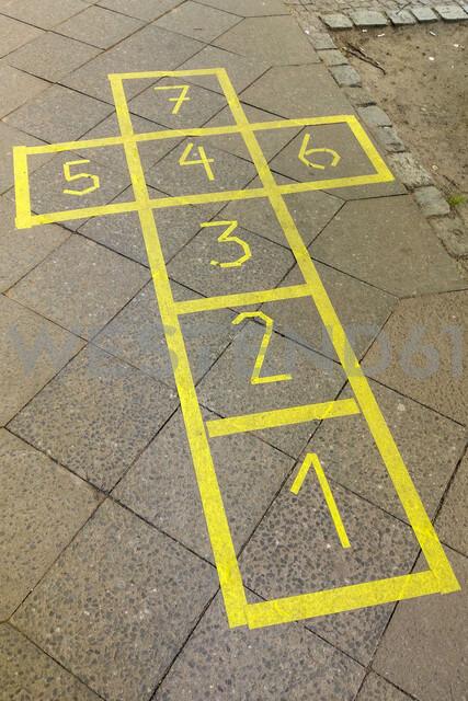 Hopscotch, yellow - NGF00499 - Nadine Ginzel/Westend61