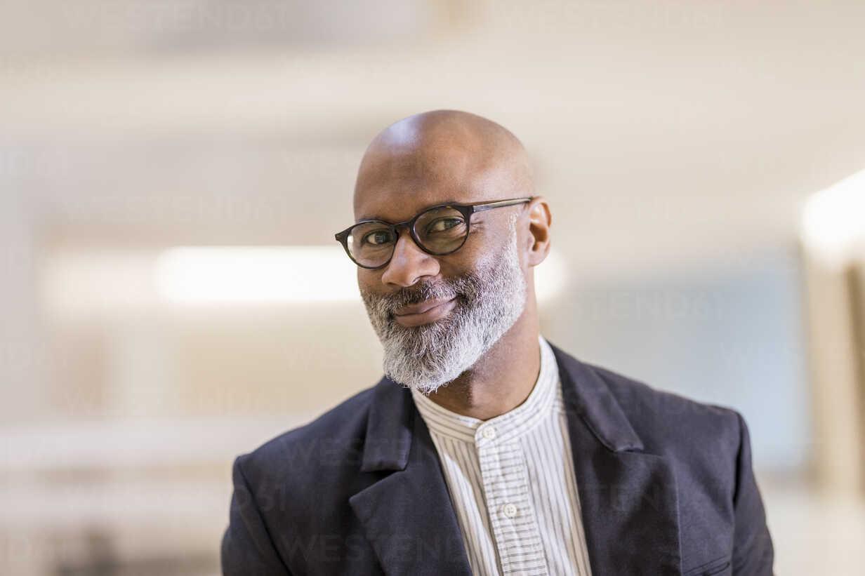 Portrait of bald mature businessman with grey beard wearing glasses - FMKF05402 - Jo Kirchherr/Westend61