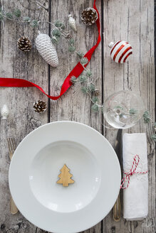 Laid table with Christmas decoration - LVF07807