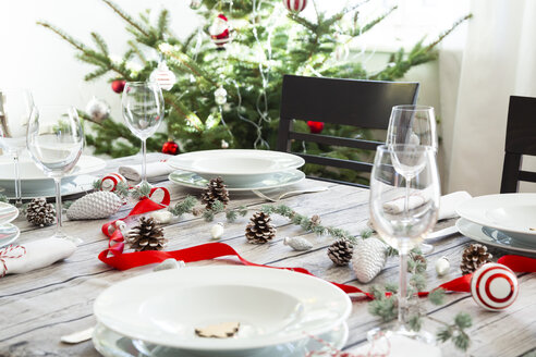 Laid table with Christmas decoration - LVF07810