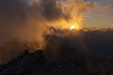 Italy, Veneto, Dolomites, Alta Via Bepi Zac, Sunset on Costabella summit - LOMF00824