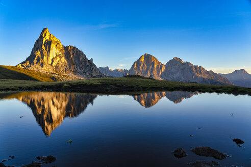 Italy, Veneto, Dolomites, Giau Pass, Gusela and Tofana at sunrise - LOMF00836