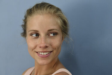 Portrait of smiling young blond woman looking sideways - ECPF00528