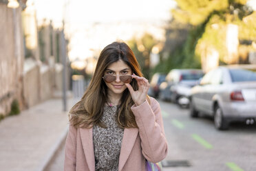 Portrait of a fashionable young woman in the city - AFVF02454