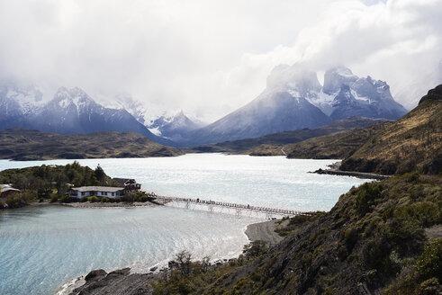 Chile, Patagonia, Landscape of river and mountains of Torres del Paine National Park - IGGF00772