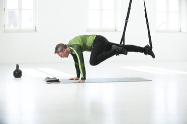 Man doing his fitness regime, doing suspension training - MAEF12812
