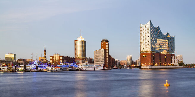 Germany, Hamburg, Elbe Philharmonic Hall and HafenCity - WDF05088