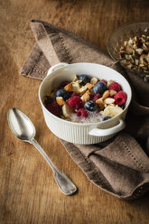 Cereals with almond milk, nuts and berries, vegan - EVGF03412