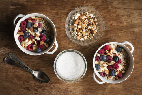 Cereals with almond milk, nuts and berries, vegan - EVGF03427