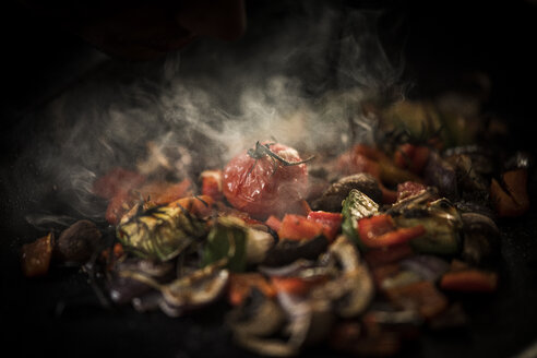 Fried vegetables with herbs - MJRF00063
