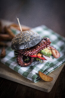Black burger with fried octopus and vegetables - MJRF00075