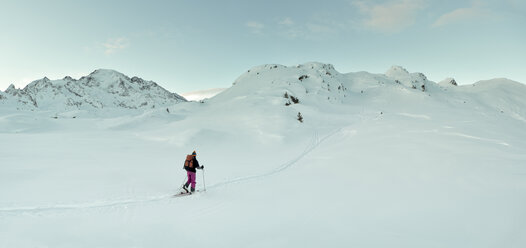 Switzerland, Bagnes, Cabane Marcel Brunet, Mont Rogneux, woman ski touring in the mountains - ALRF01378
