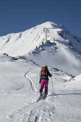 Switzerland, Bagnes, Cabane Marcel Brunet, Mont Rogneux, woman ski touring in the mountains - ALRF01390