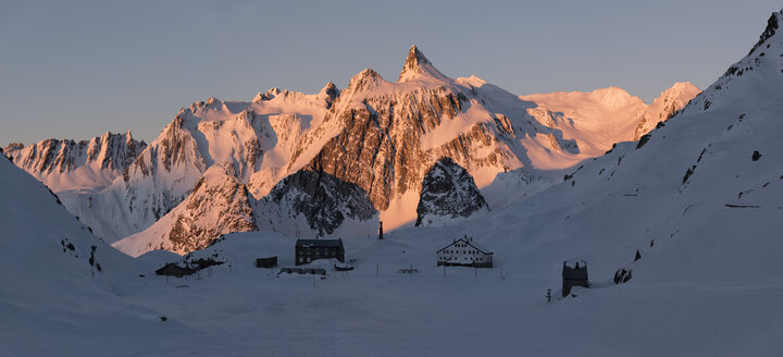 Switzerland, Great St Bernard Pass, Pain de Sucre, winter landscape in the mountains at dusk - ALRF01396