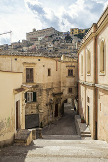 Italy, Sicily, Modica, lane in the old town - MAMF00432